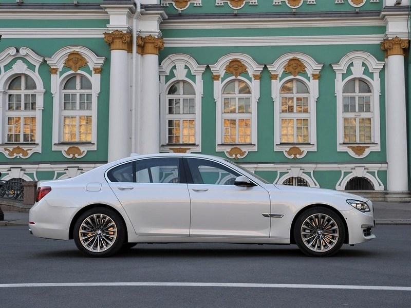 BMW 7 series 2013 вид сбоку