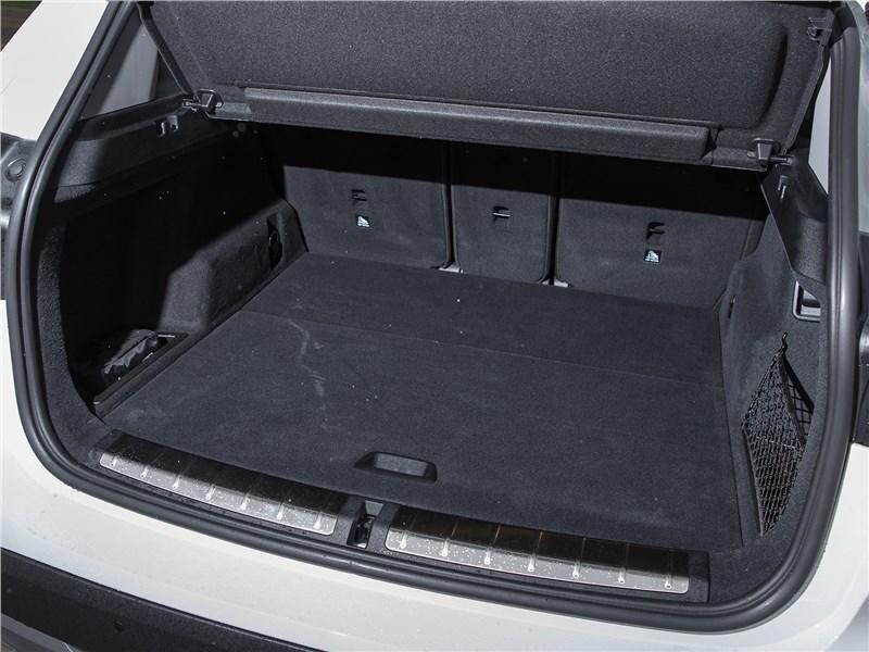 BMW X1 xDrive 2016 багажное отделение