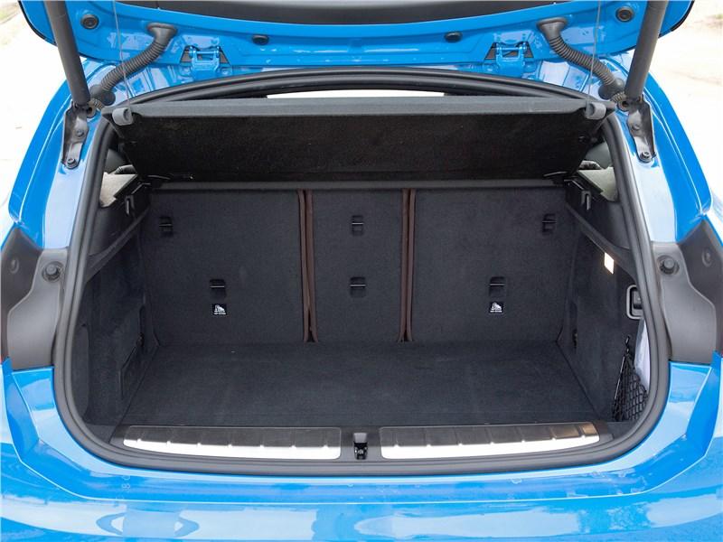 BMW X2 2019 багажное отделение