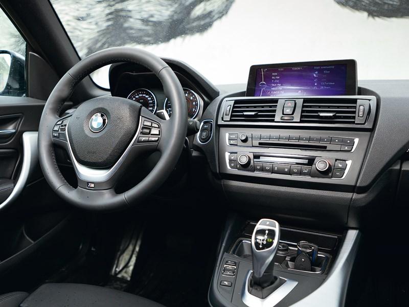 BMW M 135i xDrive 2013 водительское место