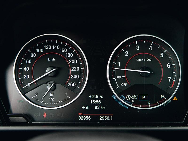 BMW M 135i xDrive 2013 приборная панель
