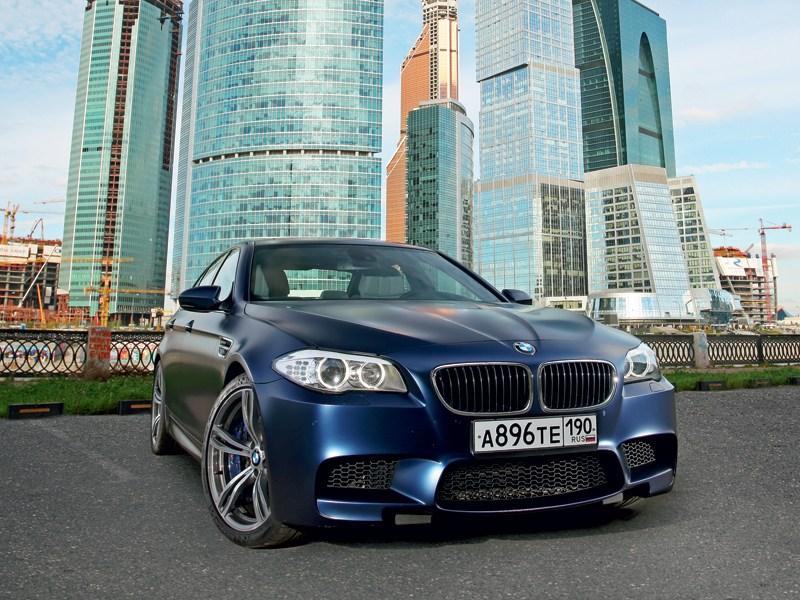 BMW M5 2011 вид спереди