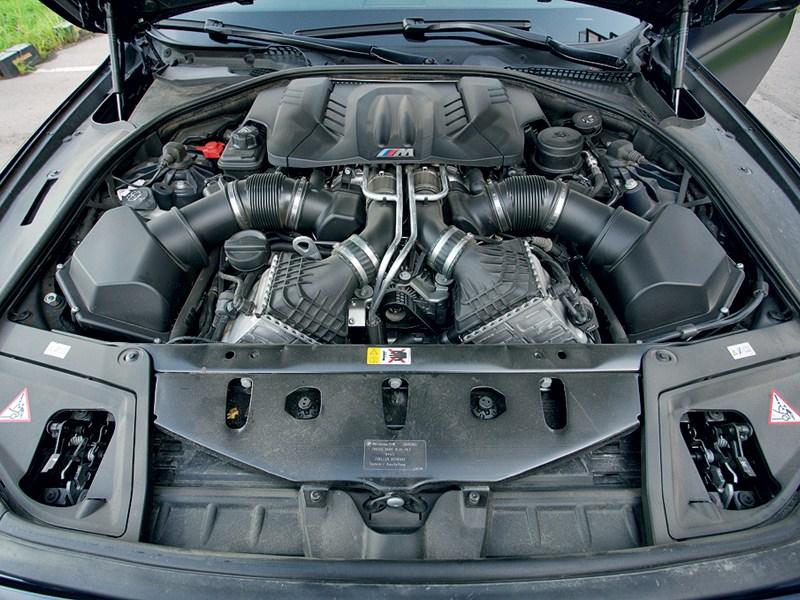 BMW M5 2011 двигатель