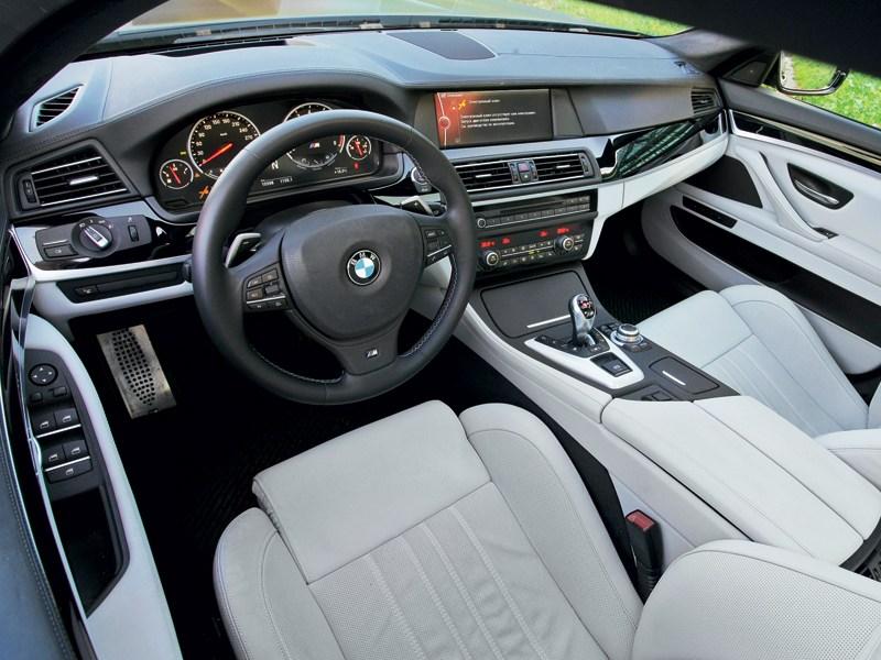 BMW M5 2011 водтельское место