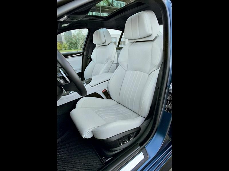 BMW M5 2011 передние кресла