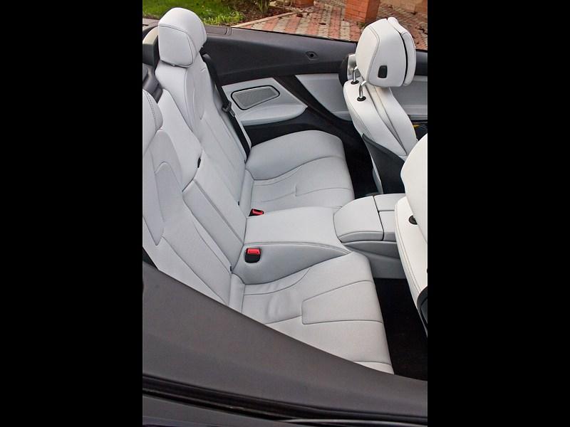 BMW M6 Cabrio 2012 места для пассажиров