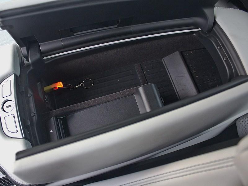 BMW M6 Cabrio 2012 центральный тоннель