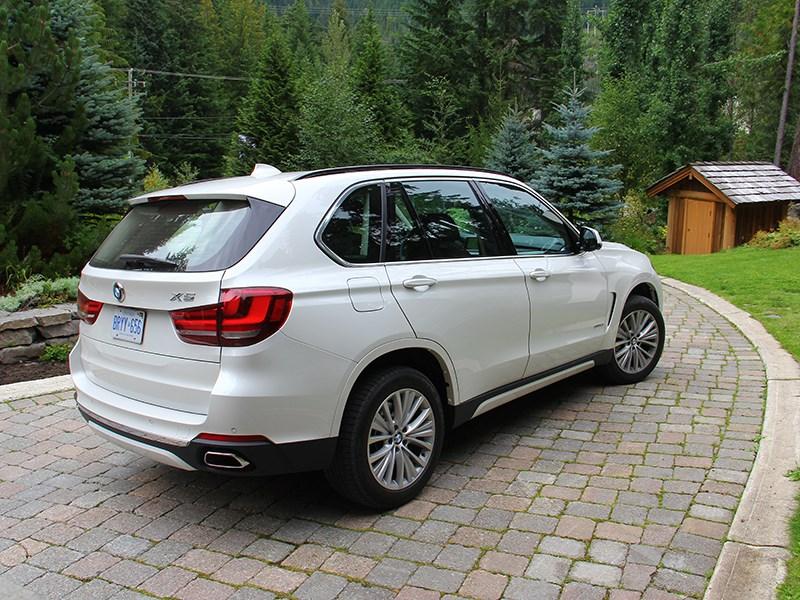 BMW X5 2013 вид сзади