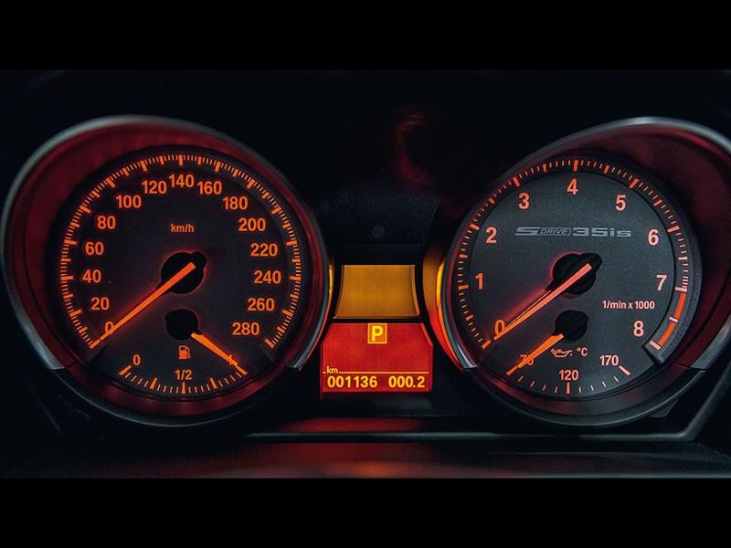 BMW Z4 2013 приборная панель