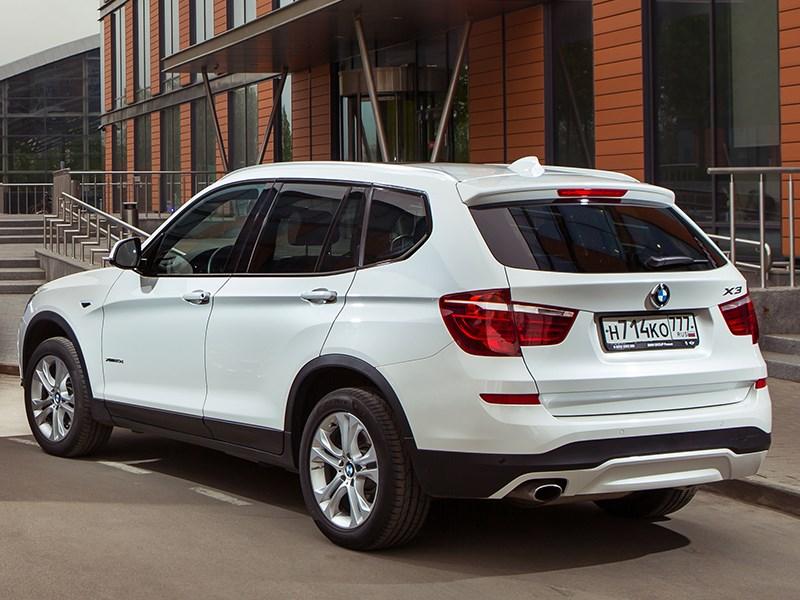 BMW X3 xDrive 20d 2015 вид сзади