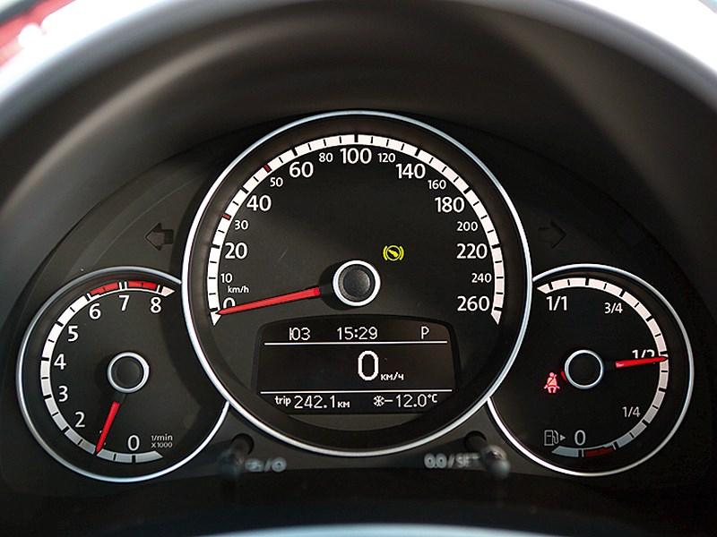 Volkswagen Beetle 2013 приборная панель