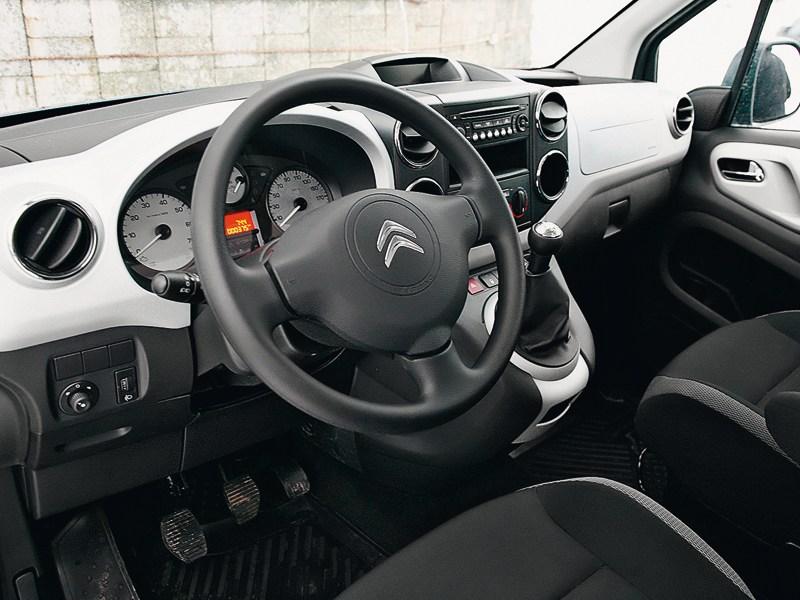Citroen Berlingo 2009 водительское место
