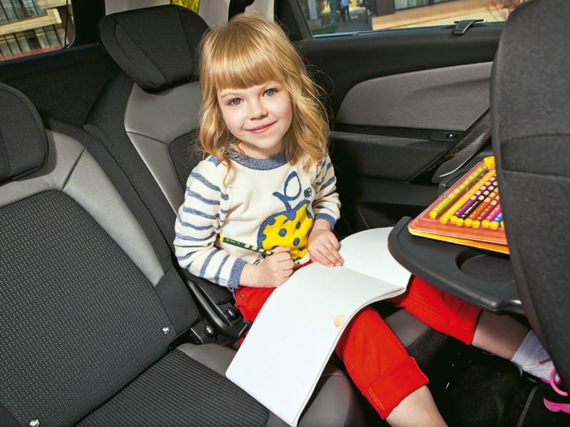 Citroen C4 Picasso 2014 ребенок на заднем сиденьи