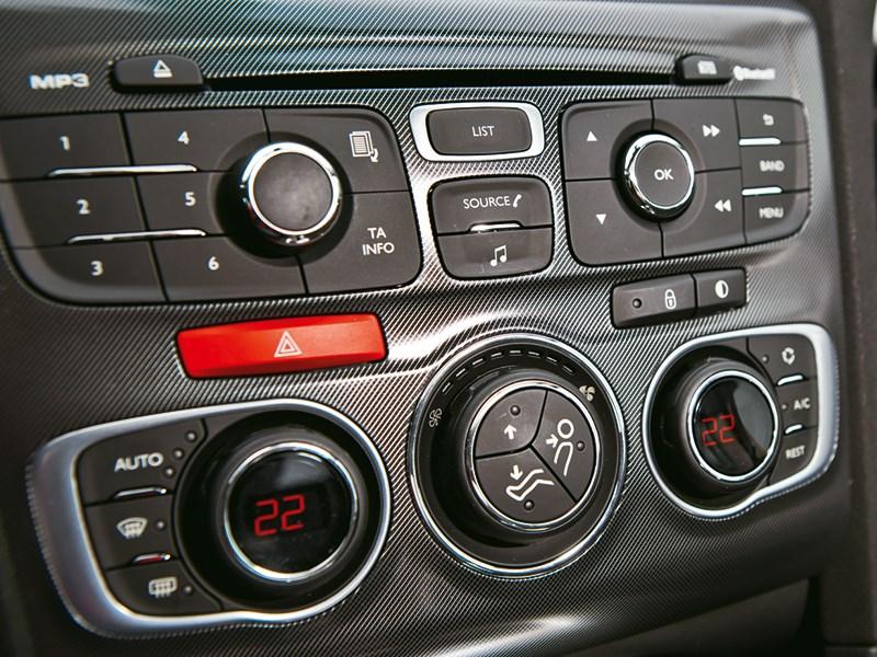 Citroen C4 sedan 2013 центральная консоль