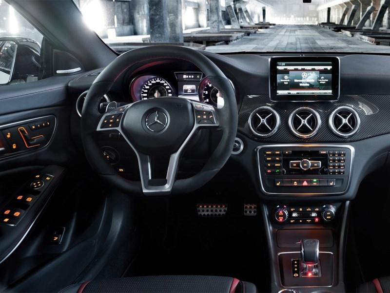 Mercedes-Benz CLA 45 AMG 2013 водительское место