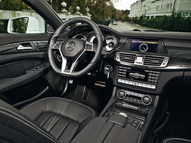 Mercedes-Benz CLS 2012 водительское место