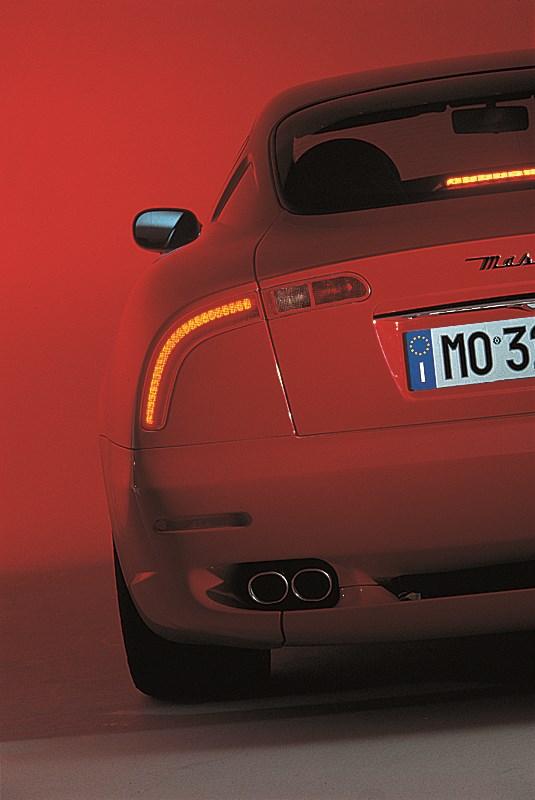 Maserati 3200 GT имеет задние фонари в форме бумерангов