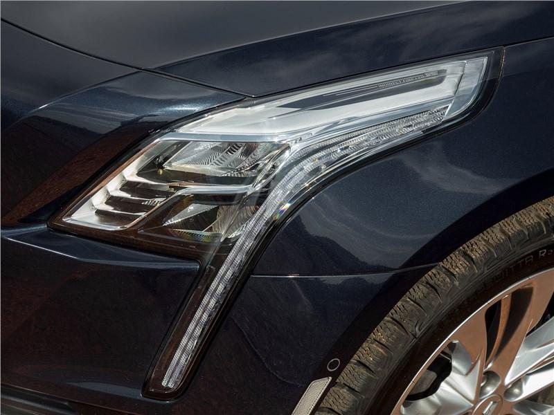Cadillac CT6 2017 передняя фара