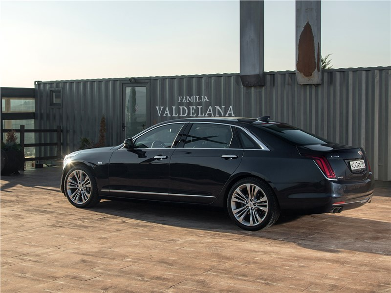 Cadillac CT6 2017 вид сбоку сзади