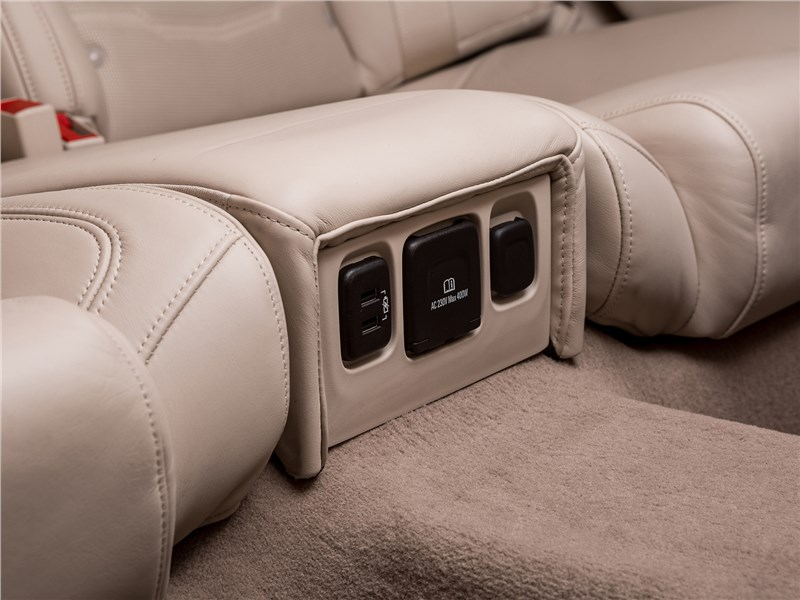 Cadillac CT6 2017 задние кресла