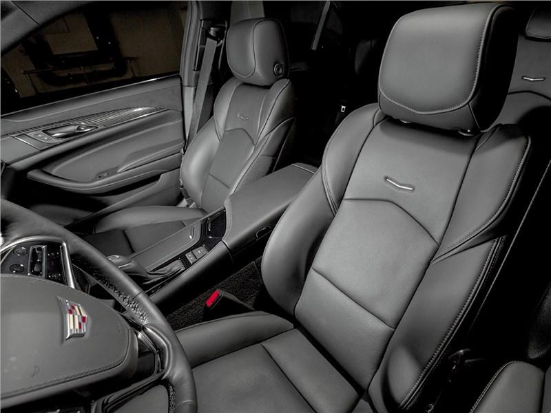 Cadillac CTS 2017 передние кресла