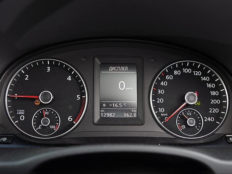 Volkswagen Caddy Edition30 2012 приборная панель