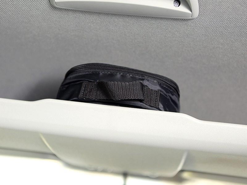 Volkswagen Caddy Edition30 2012 полка над водительской зоной