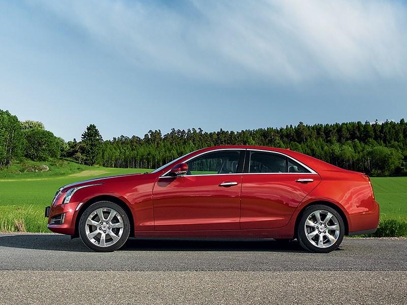 Cadillac ATS 2012 вид сбоку