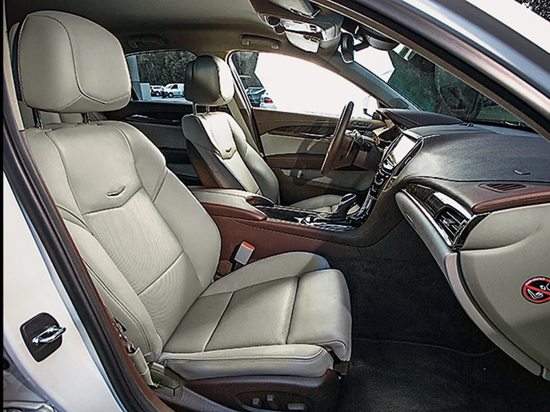 Cadillac ATS 2012 передние кресла