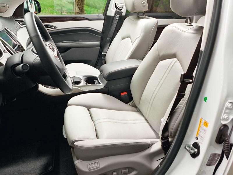 Cadillac SRX 2013 передние кресла