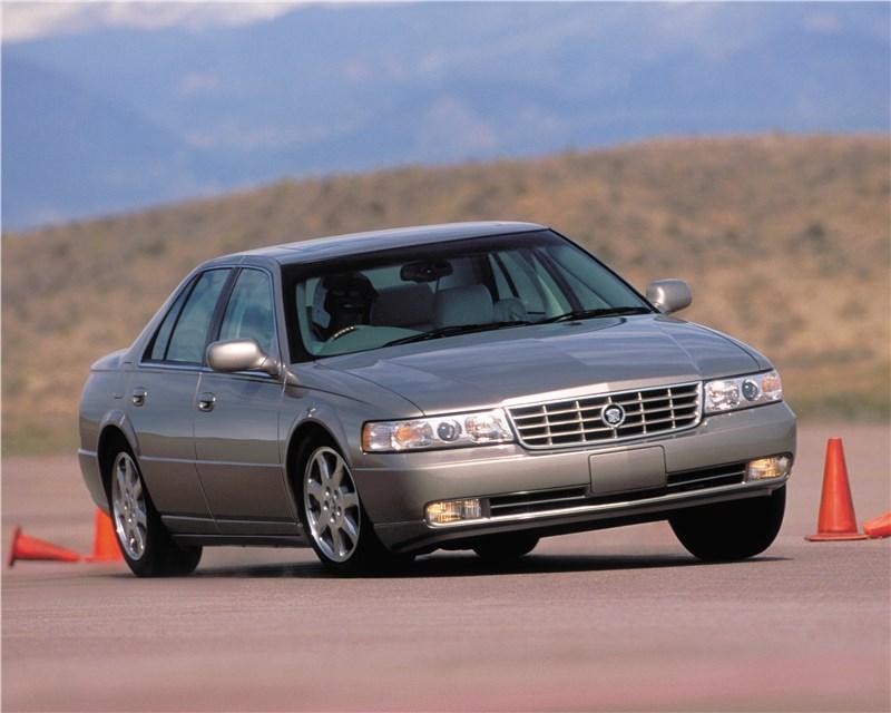 Cadillac Seville 1998 вид спереди в повороте фото 1