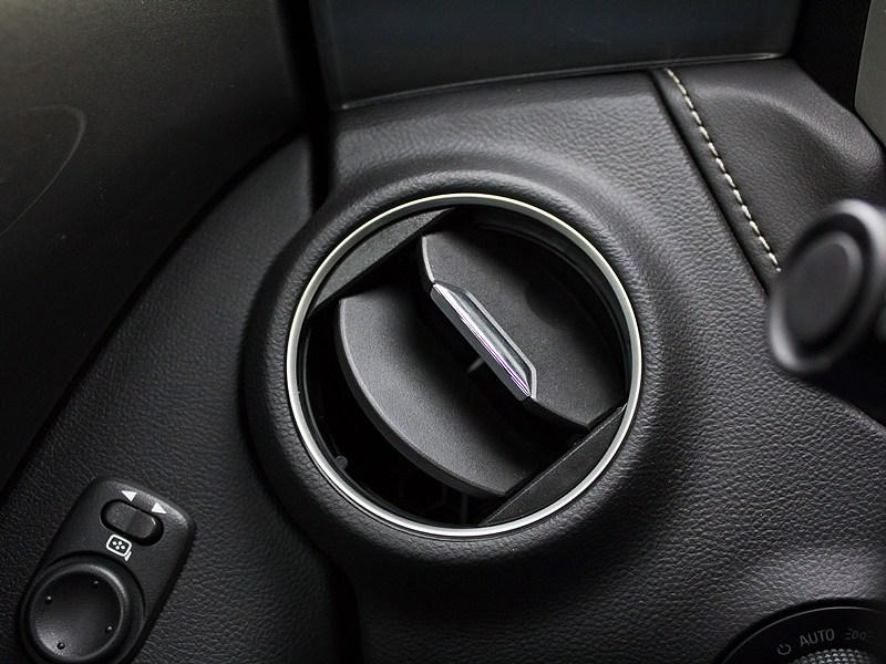 Chevrolet Camaro 2012 управление на руле