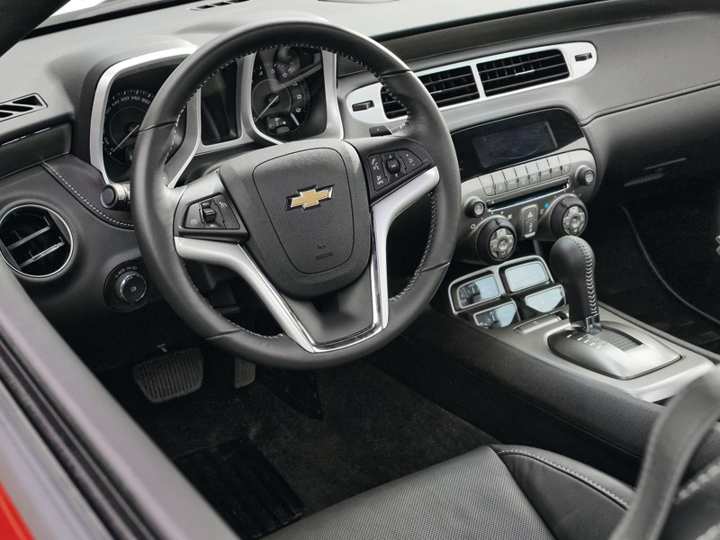 Chevrolet Camaro 2012 водительское место