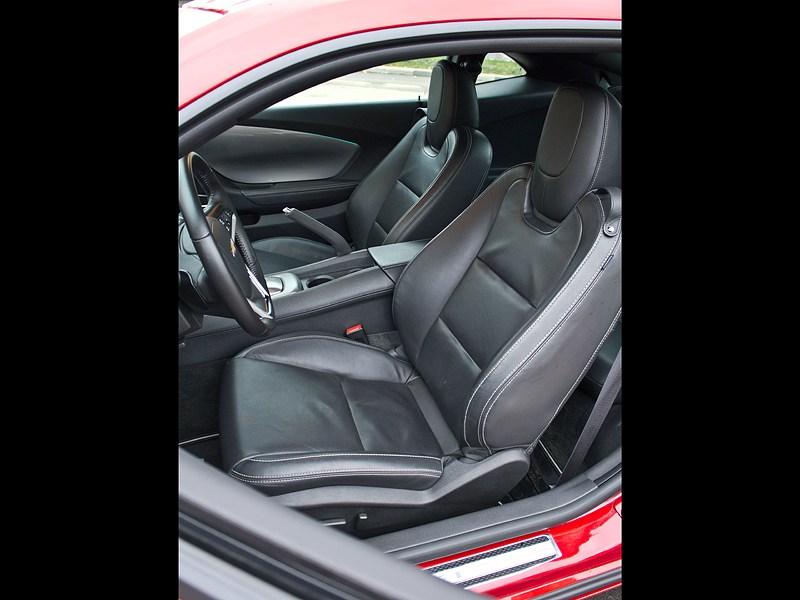 Chevrolet Camaro 2012 передние кресла