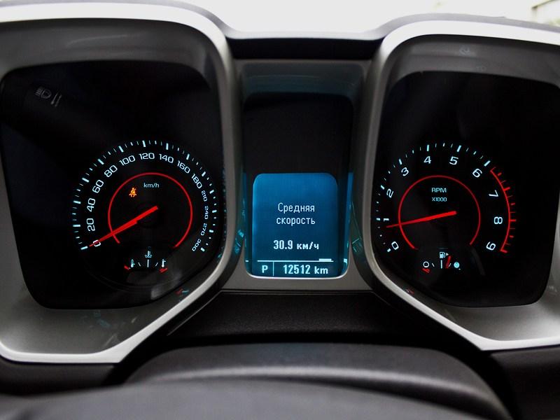 Chevrolet Camaro 2012 приборная панель