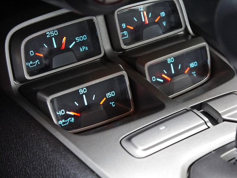 Chevrolet Camaro 2012 управление аудиосистемой и климатом