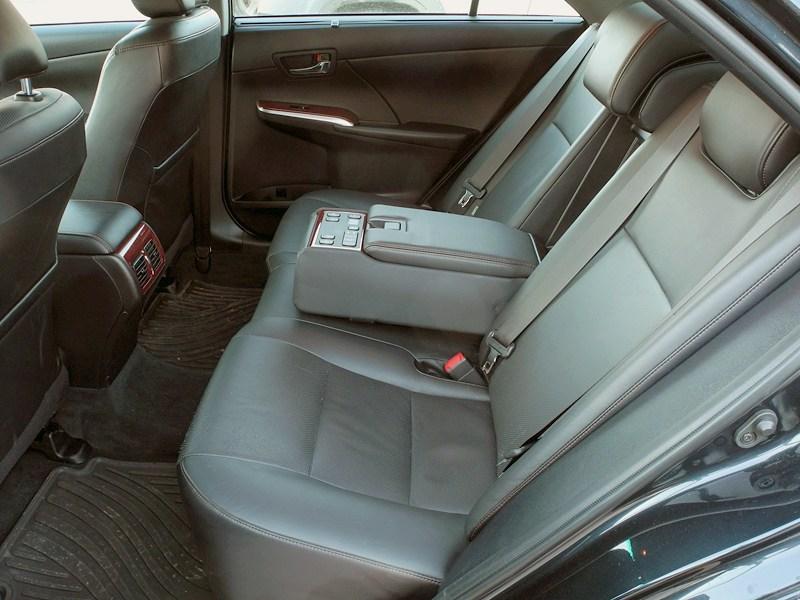 Toyota Camry 2012 задние сидения