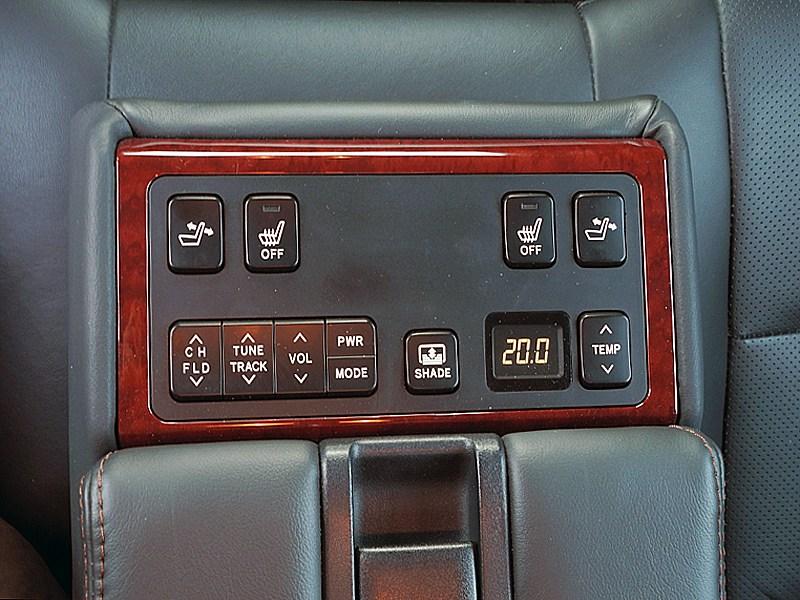 Toyota Camry 2012 кнопки управления в подлокотнике