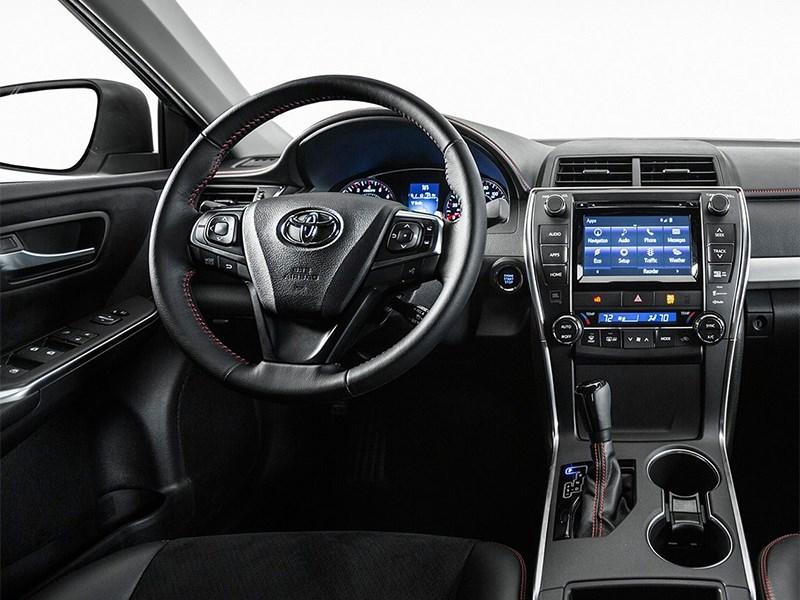 Toyota Camry 2014 водительское место