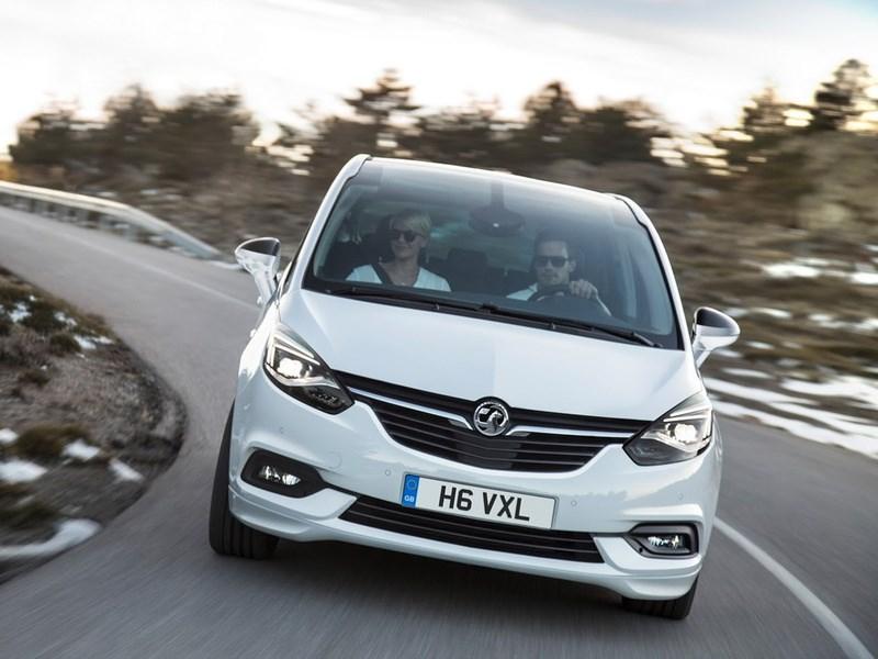 Opel показал обновленную версию Zafira