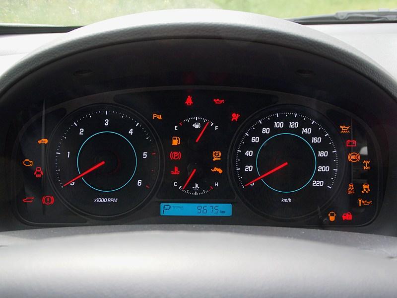 Chevrolet Captiva 2011 приборная панель
