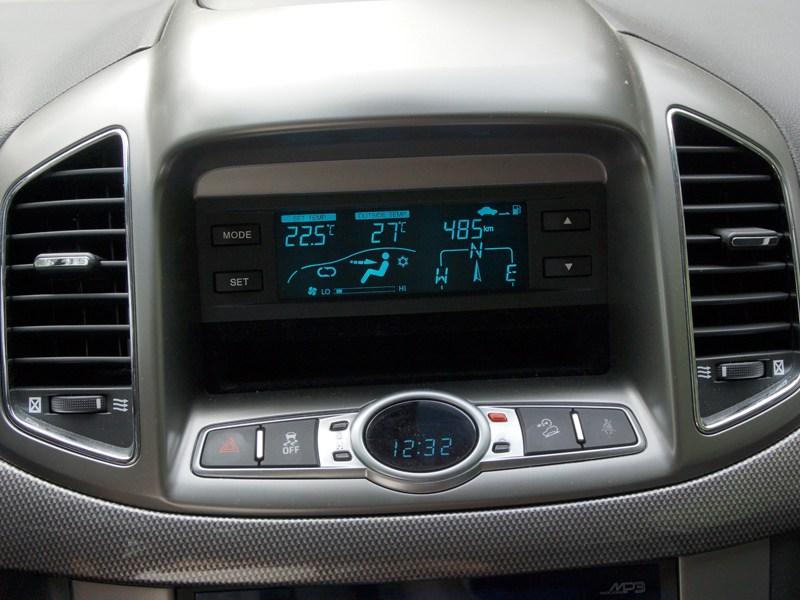 Chevrolet Captiva 2011 многофункциональный дисплей
