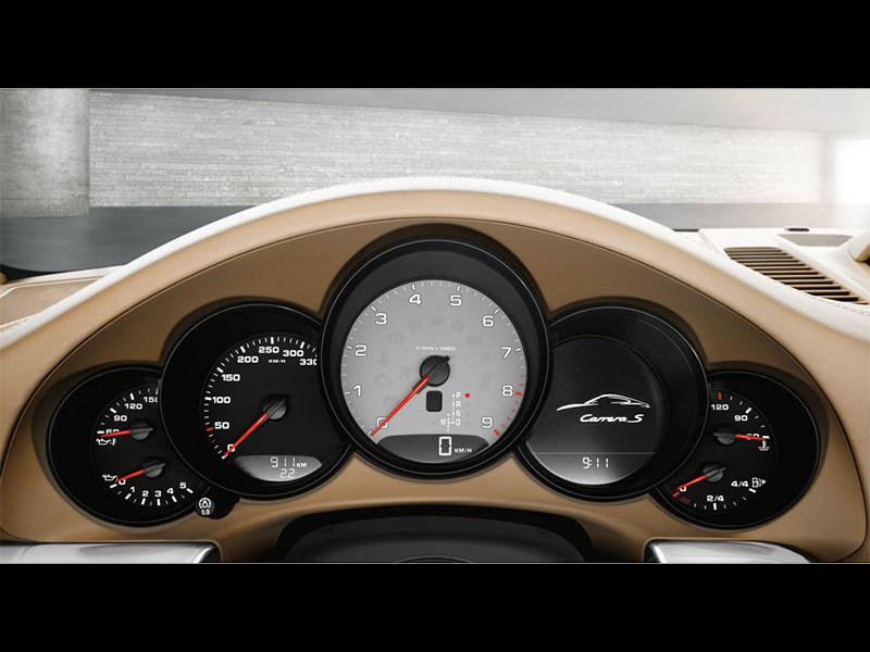 Porsche 911 Carrera 4S Cabriolet 2011 приборная панель