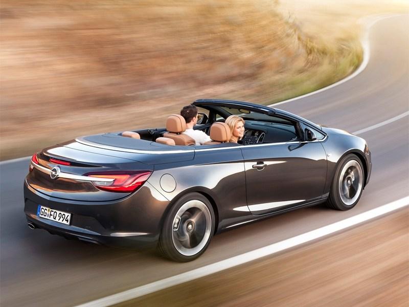 Opel Cascada 2013 вид сзади