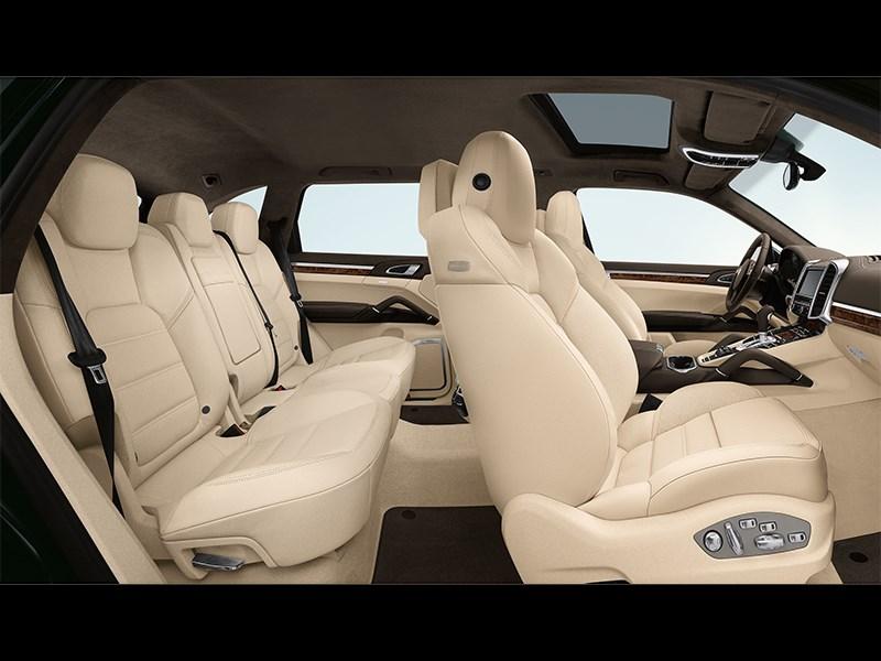 Porsche Cayenne S 2011 салон