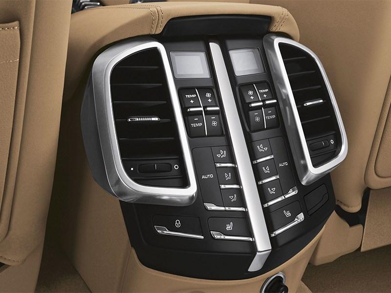 Porsche Cayenne S 2011 управление климатом для второго ряда