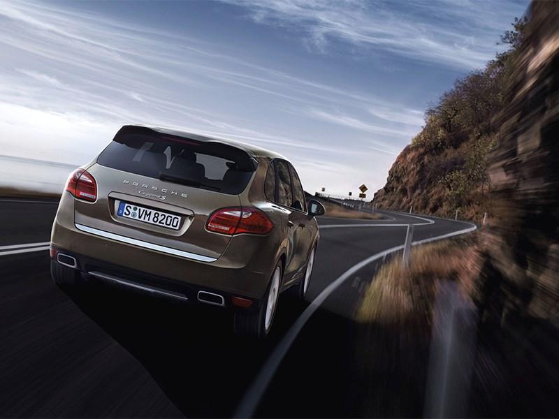 Porsche Cayenne S 2011 вид сзади