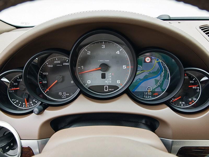 Porsche Cayenne S Diesel 2013 приборная панель