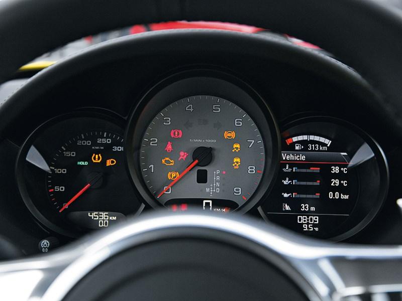 Porsche Cayman 2013 приборная панель