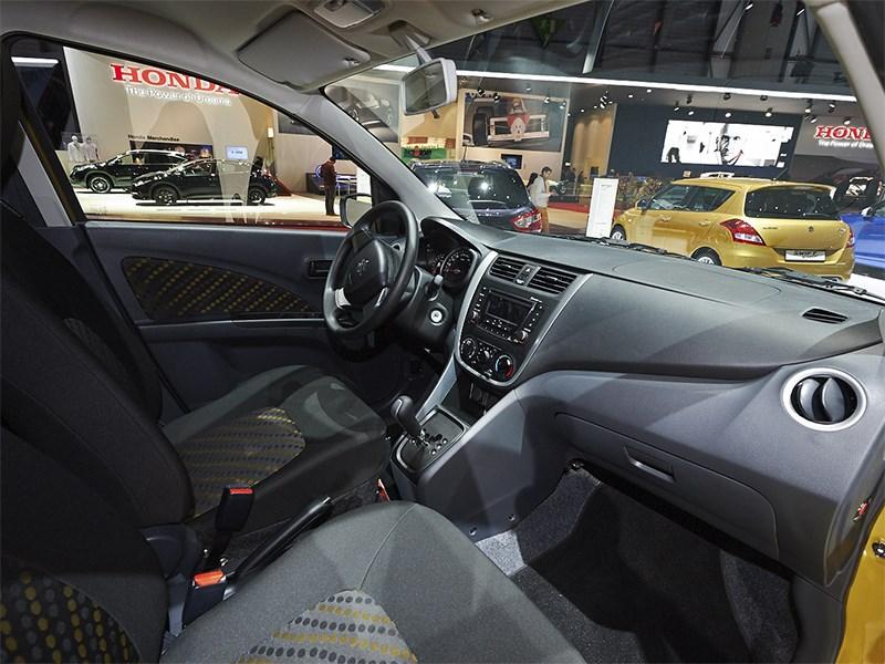 Suzuki Celerio 2014 салон фото 3